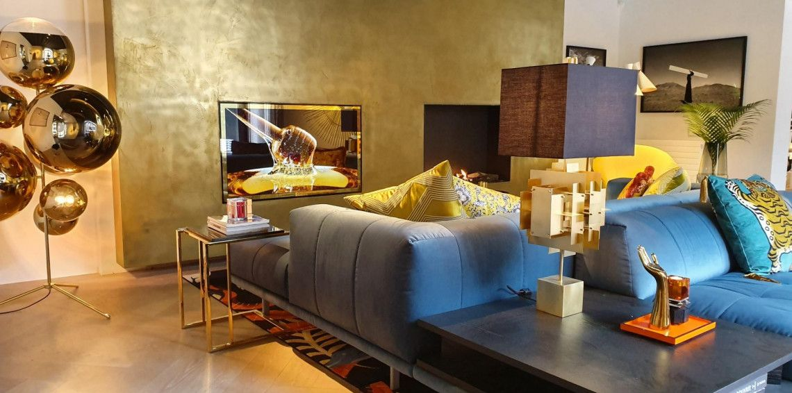 OLED MIRROR TV ADD A TOUCH OF GOLD, A FIRST